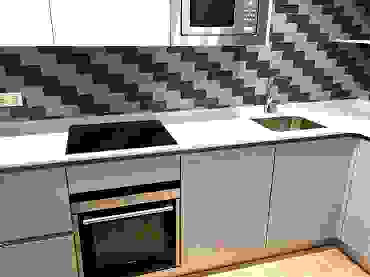 Modern Kitchen by EKIDAZU Modern
