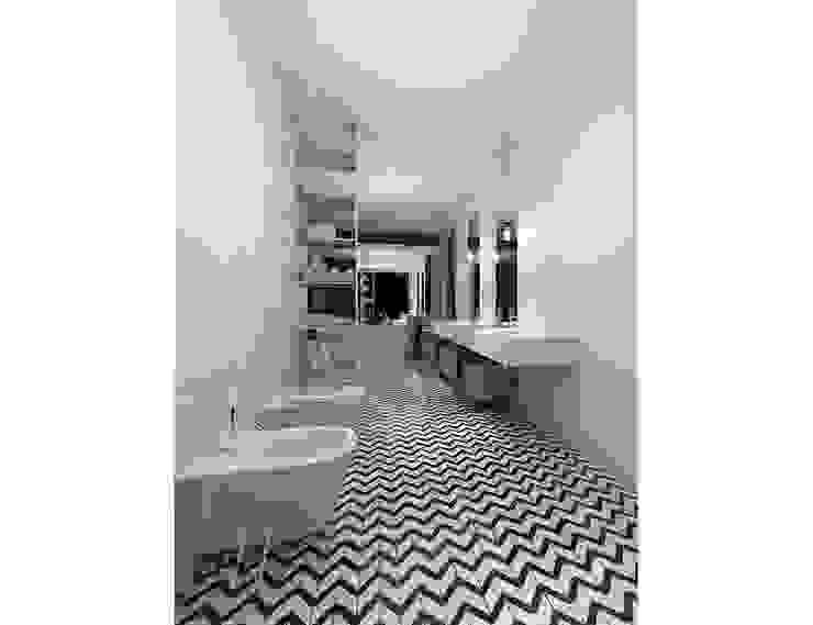 Industrial style bathroom by AAW studio Industrial