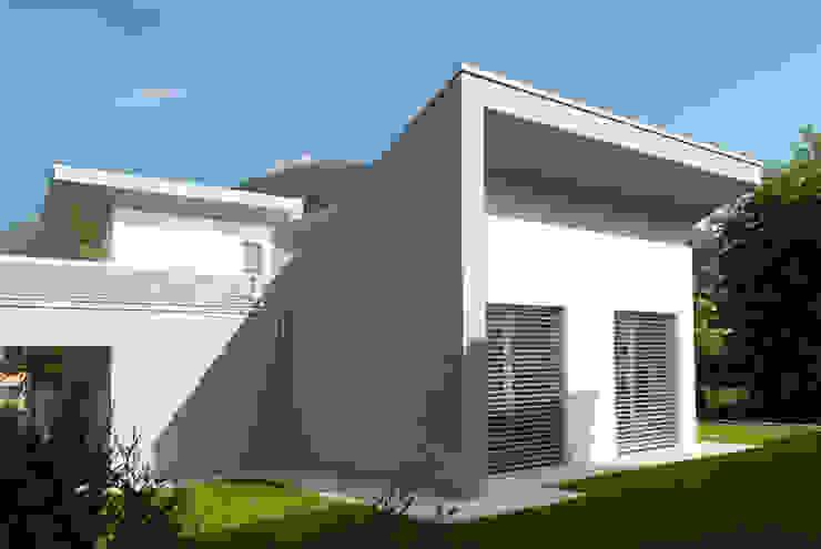 Casa moderna in legno di Marlegno Moderno Legno Effetto legno