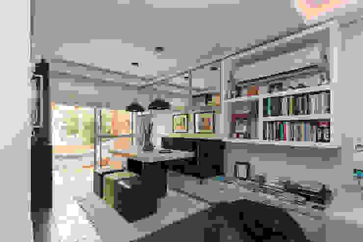 Modern dining room by Kali Arquitetura Modern