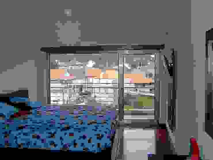 Dormitorios de estilo moderno de Vasco Rodrigues, arquitecto Moderno