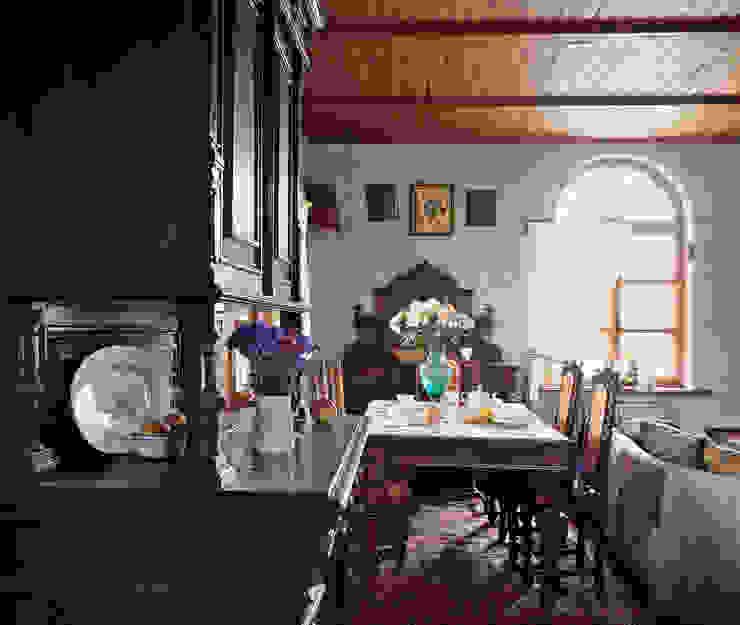 Scandinavian style dining room by Guseva-style Scandinavian