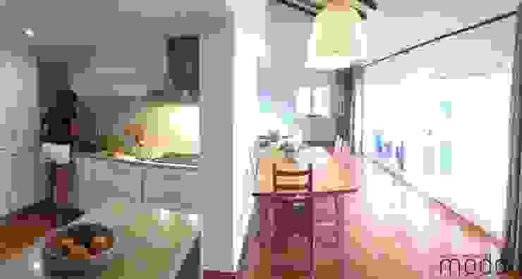 Столовая комната в рустикальном стиле от Modo Arquitectos Associados Рустикальный Керамика