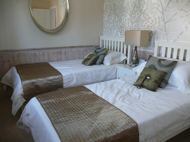 A guest bedroom de Chameleon Designs Interiors Ecléctico