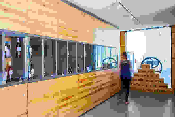Loja da Quinta do Casal da Coelheira Lojas e Espaços comerciais modernos por Modo Arquitectos Associados Moderno Madeira Acabamento em madeira