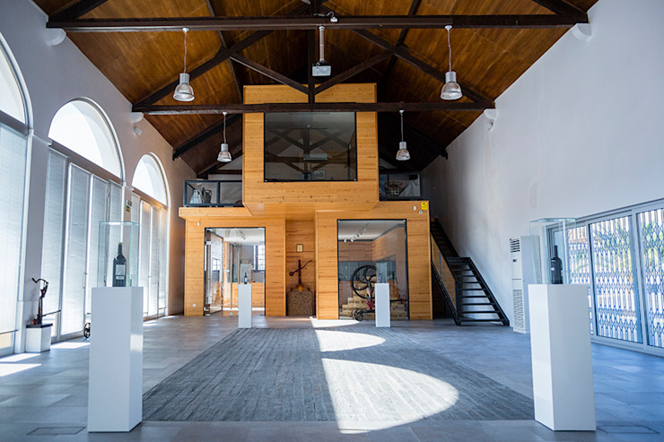 Loja da Quinta do Casal da Coelheira Locais de eventos modernos por Modo Arquitectos Associados Moderno Madeira Acabamento em madeira