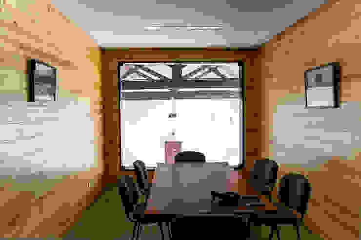 Loja da Quinta do Casal da Coelheira por Modo Arquitectos Associados Moderno Madeira Acabamento em madeira