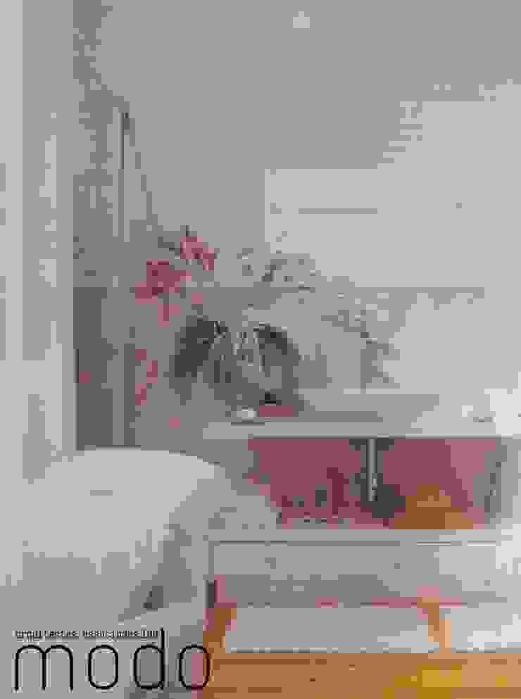 Reabilitação de moradia em Mouriscas Casas de banho rústicas por Modo Arquitectos Associados Rústico Cerâmica