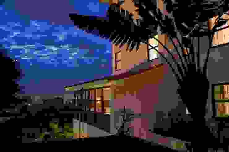 HOTEL SANTA TERESA | Fachada Hotéis modernos por Tato Bittencourt Arquitetos Associados Moderno