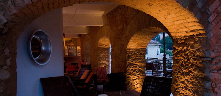 HOTEL SANTA TERESA | Bar dos Descasados Hotéis modernos por Tato Bittencourt Arquitetos Associados Moderno