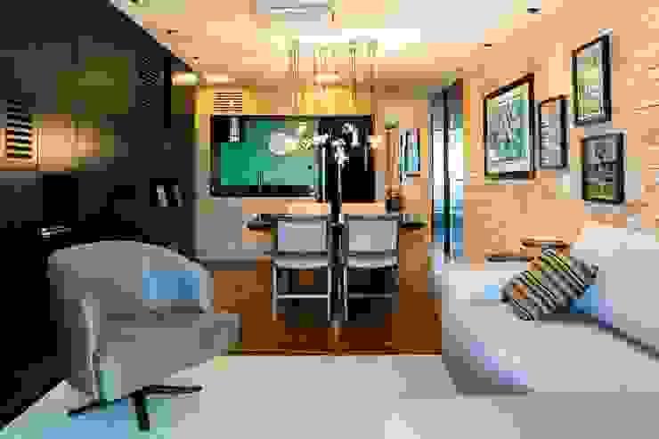 Vista da sala de estar para a cozinha. Ar:Co - Arquitetura Cooperativa Sala de estarAcessórios e Decoração