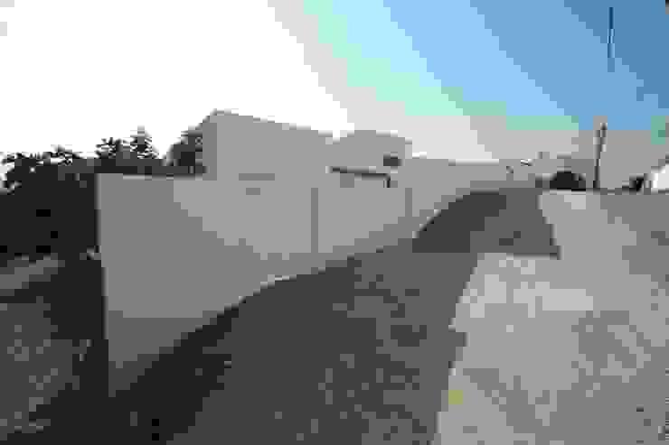 03_Muro Exterior por MGD-ARQUITECTOS, Lda.