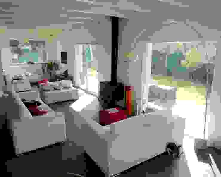Living room by Technowood srl, Modern