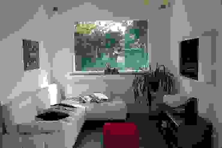 Salas de estar modernas por Technowood srl Moderno