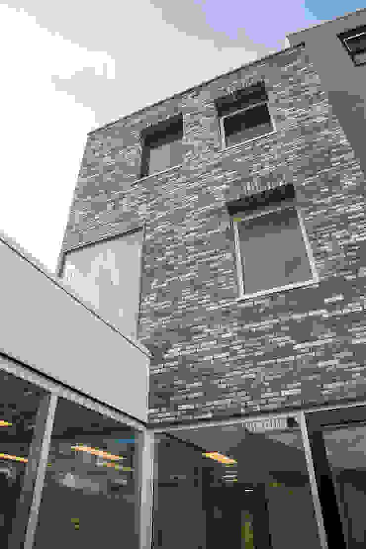 Casas de estilo moderno de CMOarchitect bna Moderno