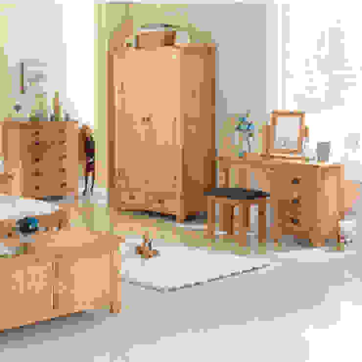 Cherbourg Oak Bedroom Furniture por Asia Dragon Furniture from London Clássico