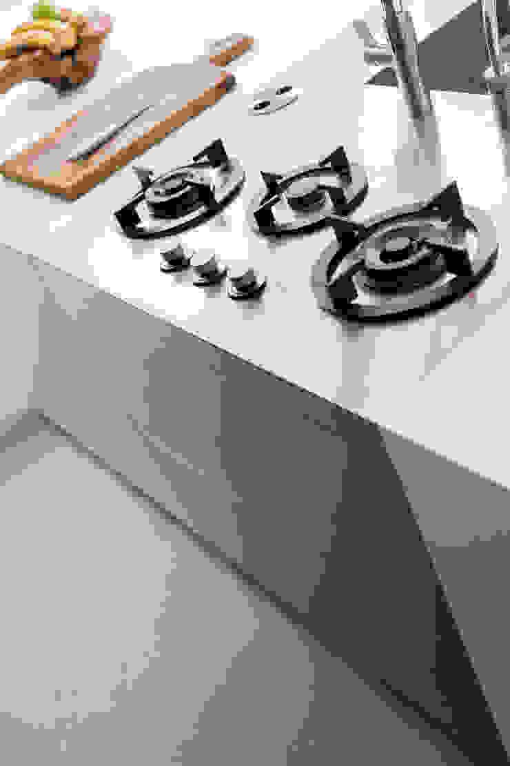 Кухня в стиле минимализм от B-TOO Минимализм