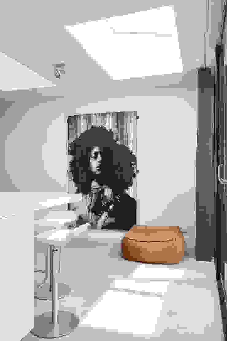 Столовая комната в стиле минимализм от B-TOO Минимализм