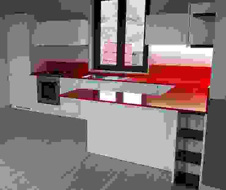 Cozinhas modernas por Vibo Cucine sas di Olivero Bruno e c. Moderno