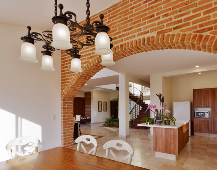 Kitchen by Excelencia en Diseño, Colonial Bricks