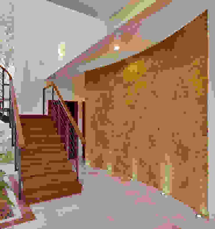 muro central Paredes y pisos de estilo colonial de Excelencia en Diseño Colonial Piedra