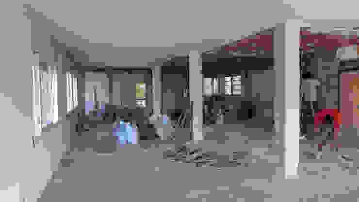 El espacio demolido. Vista desde el salón Salones de estilo minimalista de Daifuku Designs Minimalista