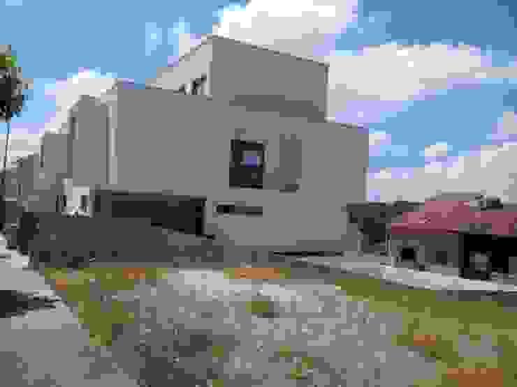MORADIAS UNIFAMILIARES T4 – VALONGO – PORTUGAL Casas minimalistas por SILFI - ARQUITETURA, ENGENHARIA E CONSTRUÇÃO Minimalista