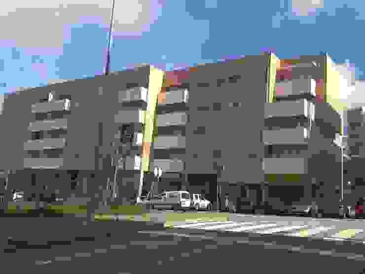 Loteamento de edifícios multifamiliares T2, T3, T4 – Vila Real – Portugal Casas modernas por SILFI - ARQUITETURA, ENGENHARIA E CONSTRUÇÃO Moderno Cerâmica