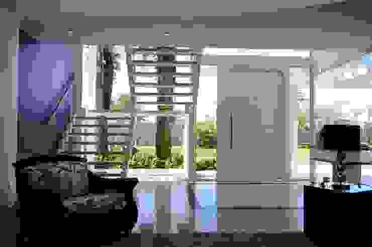 Projeto Arquitetura de Interiores Residencial Litoral Corredores, halls e escadas minimalistas por Marcelo John Arquitetura e Interiores Minimalista