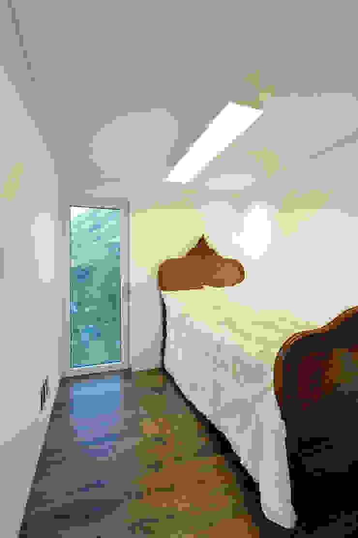 수능리 주택 (Suneungni house) 모던스타일 침실 by 위빌 모던