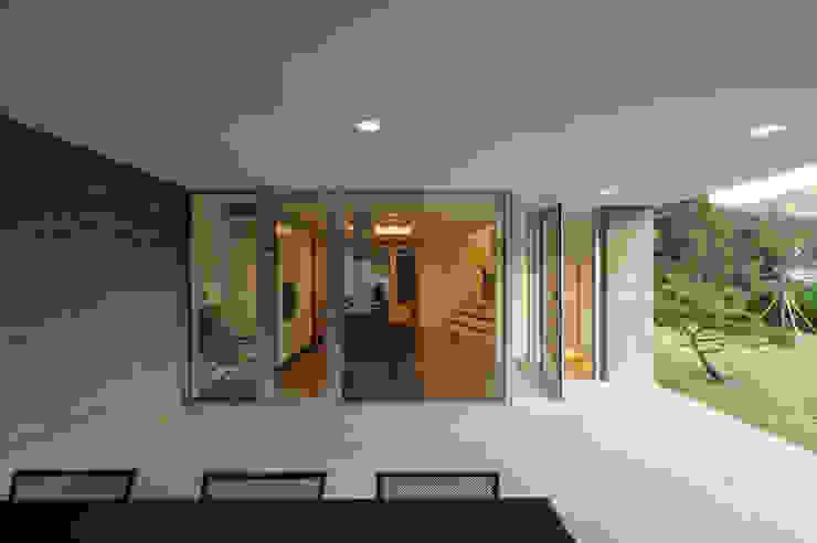 수능리 주택 (Suneungni house) 모던스타일 발코니, 베란다 & 테라스 by 위빌 모던