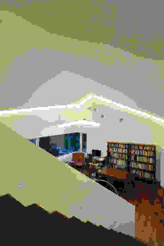 수능리 주택 (Suneungni house) 모던스타일 거실 by 위빌 모던