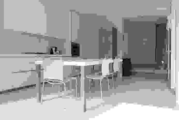 Casa moderna in legno Soggiorno moderno di Marlegno Moderno Legno Effetto legno