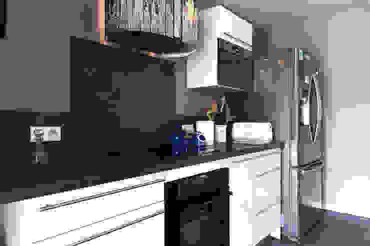 Cocinas de estilo moderno de E/P ESPACE DESIGN - Emilie Peyrille Moderno Concreto