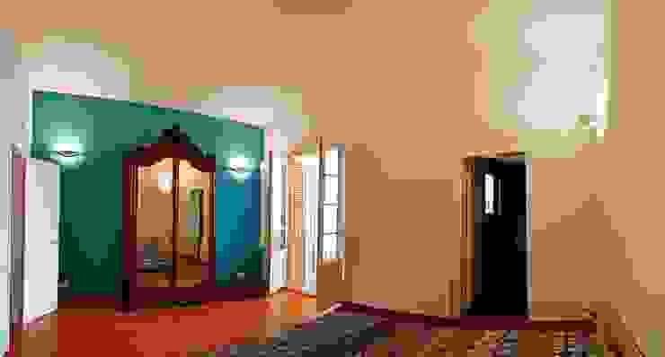 Habitación de invitados Dormitorios de estilo mediterráneo de Atres Arquitectes Mediterráneo Madera Acabado en madera