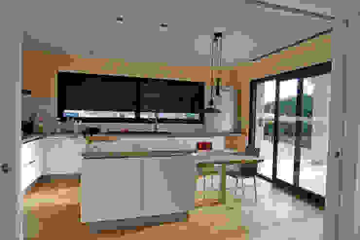 Isla Cocina Cocinas modernas de Atres Arquitectes Moderno