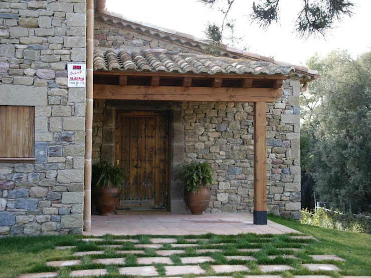 Casas de estilo rústico de Atres Arquitectes Rústico Piedra