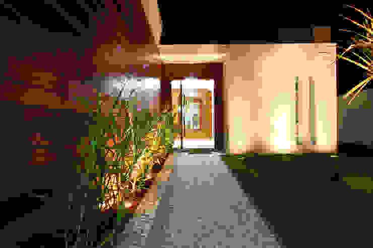 Casas de estilo  por BRAVIM ◘ RICCI ARQUITETURA, Moderno