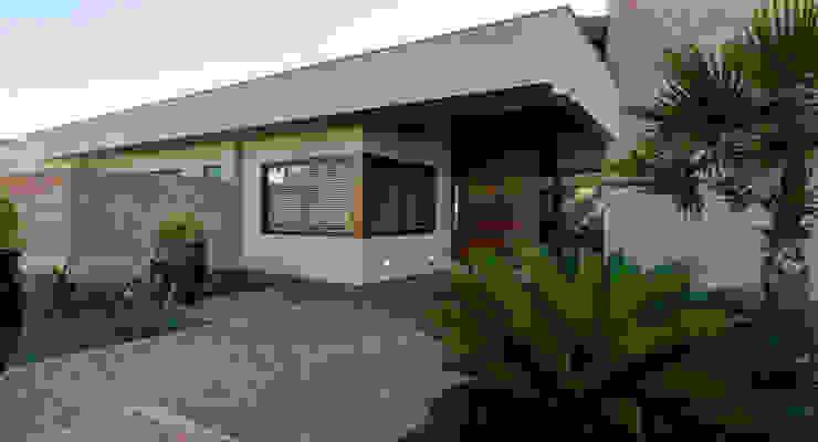 Casas modernas por BRAVIM ◘ RICCI ARQUITETURA Moderno