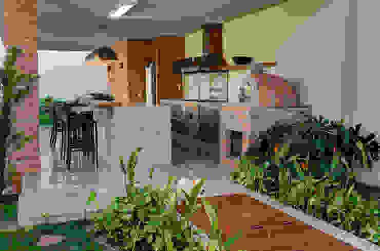 CASA DAS PRIMAVERAS Varandas, alpendres e terraços modernos por BRAVIM ◘ RICCI ARQUITETURA Moderno