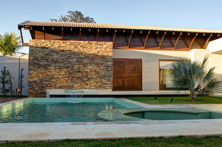 Moderne zwembaden van BRAVIM ◘ RICCI ARQUITETURA Modern