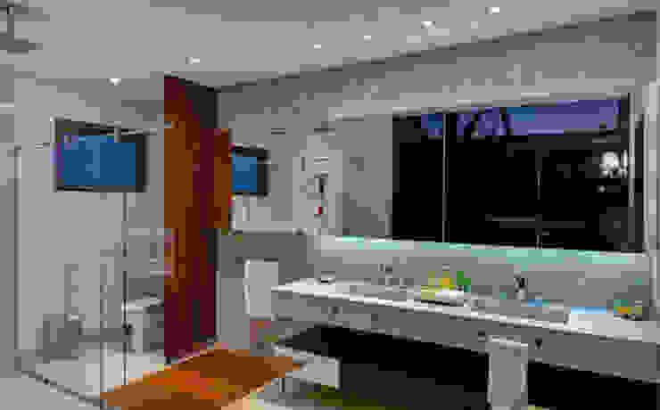 Casas de banho modernas por BRAVIM ◘ RICCI ARQUITETURA Moderno
