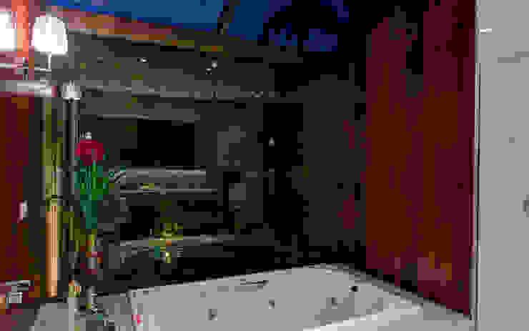 CASA DAS PRIMAVERAS Banheiros modernos por BRAVIM ◘ RICCI ARQUITETURA Moderno