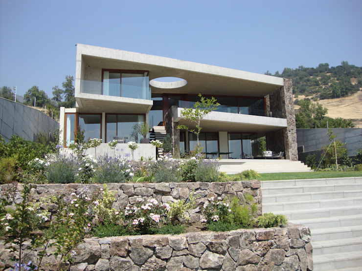 Modern houses by Hernan Arriagada / Arq Modern