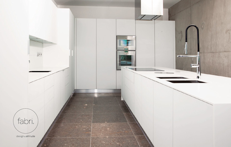 Menos é mais Cozinhas minimalistas por FABRI Minimalista