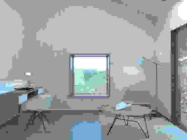 Salas de estar minimalistas por Belle Ville Atelier d'Architecture Minimalista