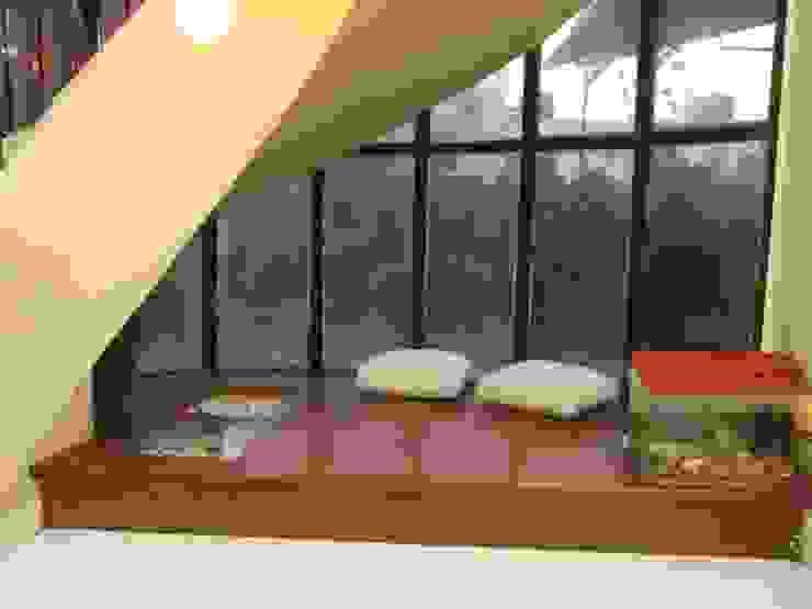 Radiant paradise Modern balcony, veranda & terrace by Dew Drops Modern
