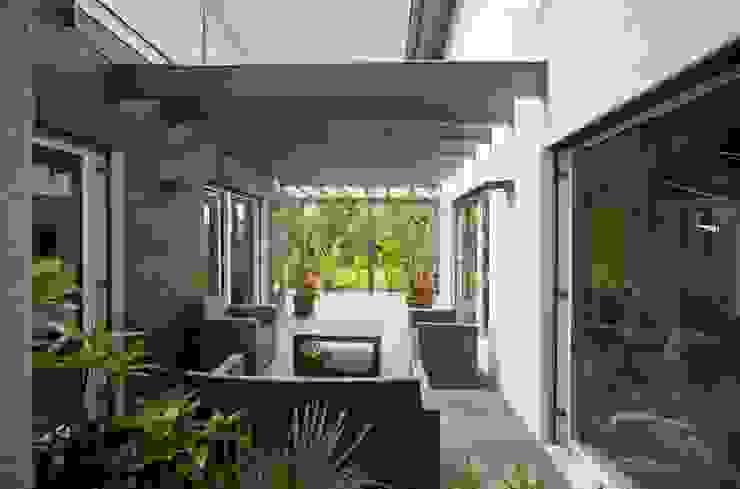 Jardines de invierno modernos de Spazio Positivo Moderno