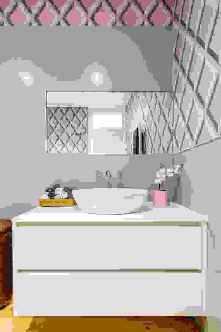 Apartamento Graça Casas de banho ecléticas por Espaço Mínimo Eclético