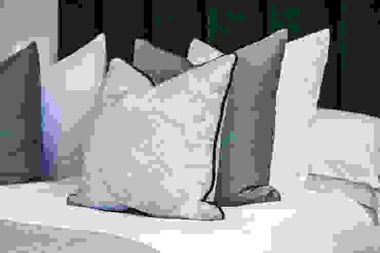 Master Bedroom Cushions by Studio Hooton Сучасний